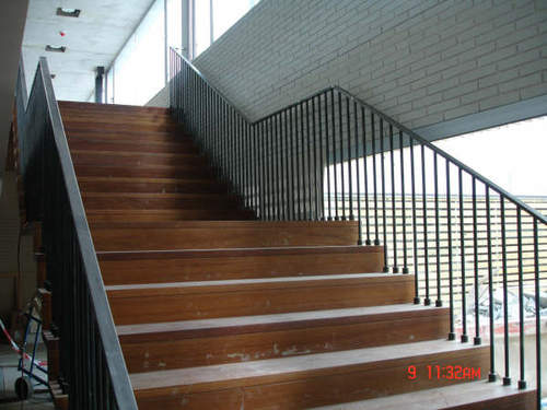 Barandillas de escaleras y desniveles for Escaleras metalicas homecenter